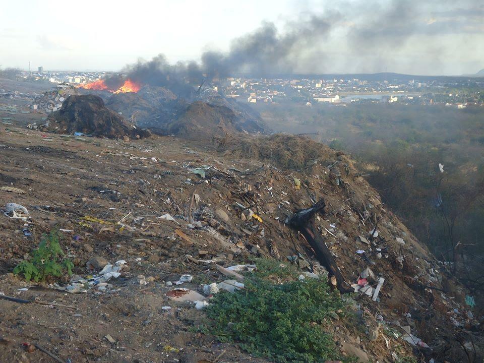 Fumaça do lixão prejudica população de São Fernando (Foto: Marcílio de Araújo/G1)
