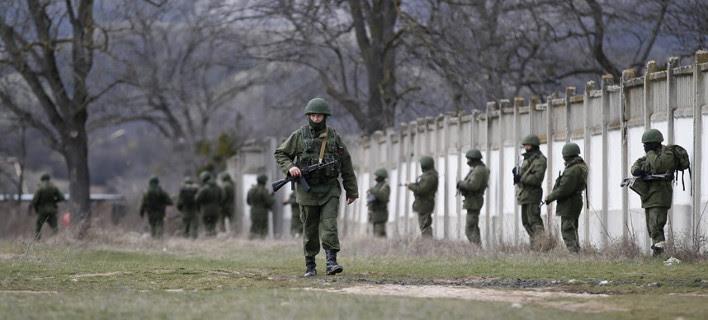 Τύμπανα πολέμου στην Κριμαία: «Να είστε έτοιμοι για μάχη» διέταξε τους Ουκρανούς στρατιώτες ο Ποροσένκο