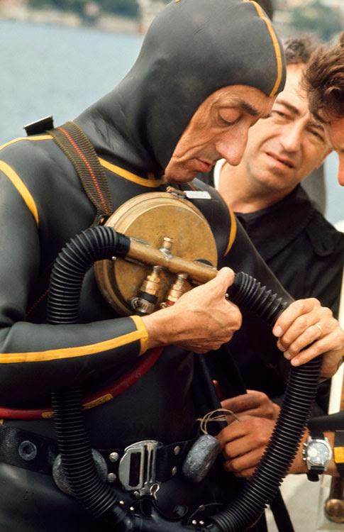 http://g-ecx.images-amazon.com/images/G/01/books/rando-ems/Jacques-Cousteau-Diving-Large.jpg