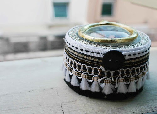 Upcycled round tin box