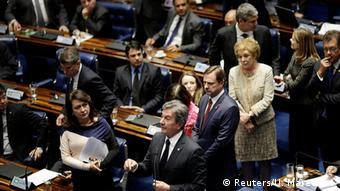 Alvo de processo de impeachment em 1992, o ex-presidente Fernando Collor discursa antes da votação