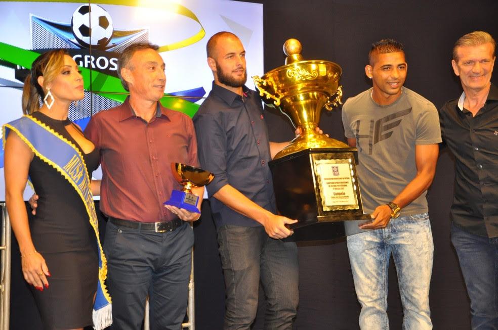 Cuiabá campeão mato-grossense (Foto: Robson Boamorte)