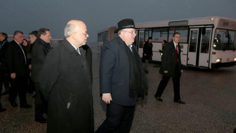 O υπουργός Εξωτερικών Νικόλαος Κοτζιάς (Κ) στο αεροδρόμιο των Σκοπίων, Πέμπτη 22 Μαρτίου 2018. Διήμερη επίσκεψη στα Σκόπια πραγματοποιεί ο υπουργός Εξωτερικών Νικόλαος Κοτζιάς. ΑΠΕ-ΜΠΕ, pool, Παντελής Σαίτας
