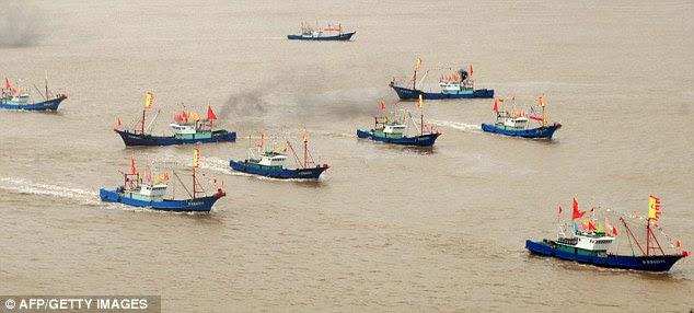 Provocante: barcos de pesca chineses partiram para pescar perto das ilhas disputadas, conhecidas como Diaoyu em chinês