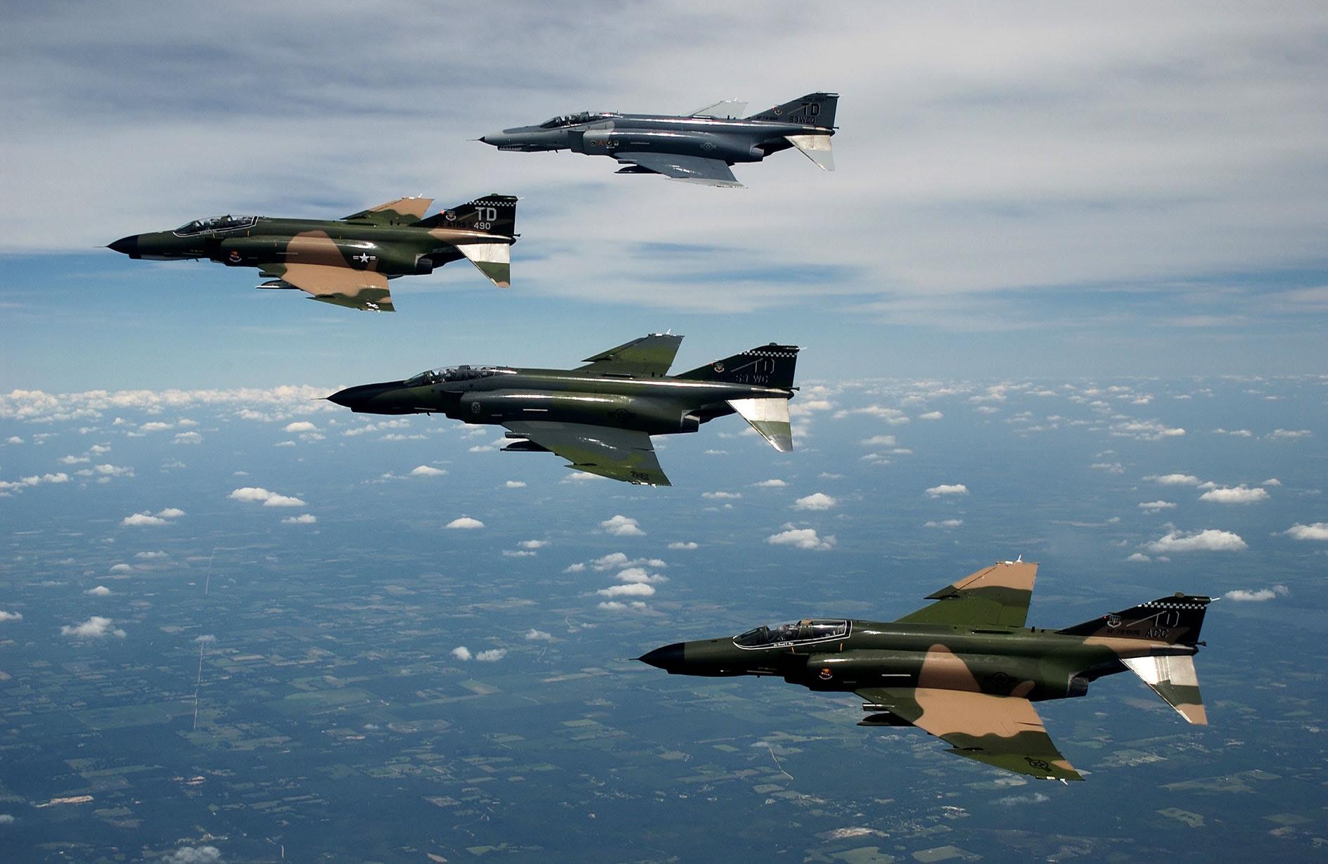 http://www.aviationexplorer.com/mil_photos_for_windows_desktop/images/f4_formation_jpg.jpg