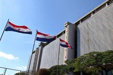 Al Banco Central de Paraguay le sobran dólares y no tiene lugar para almacenarlos