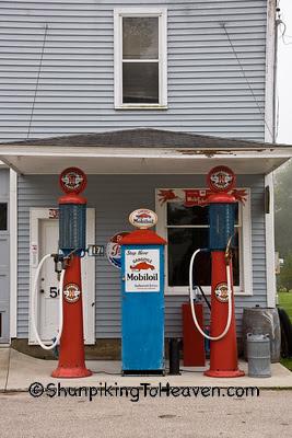 Architecture/Gas-Stations/Ernie's Diamond Service Station, Filmore County, Minnesota