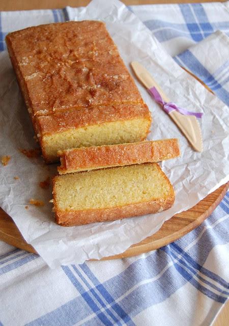 Almond citrus drizzle cake / Bolo cítrico de amêndoa