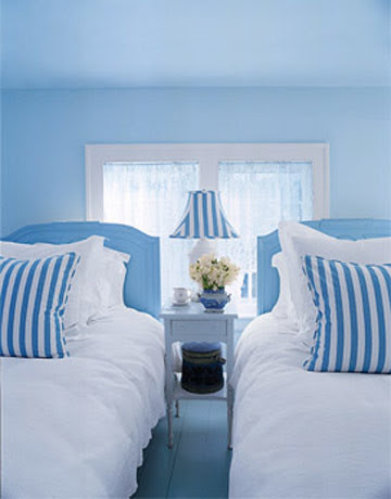a blue-and-white bedroom_xlg-90660546