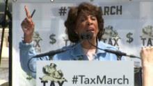 Maxine Waters Impeach Trump chant _00000000.jpg