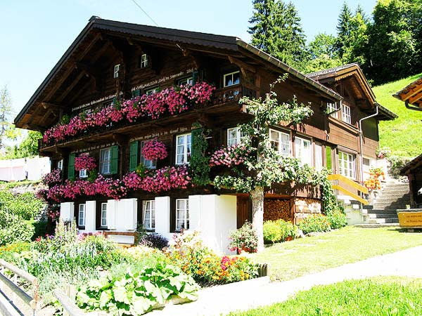 Perierga.gr - Wengen, ένα χωριό συγκλονιστικής φυσικής ομορφιάς!
