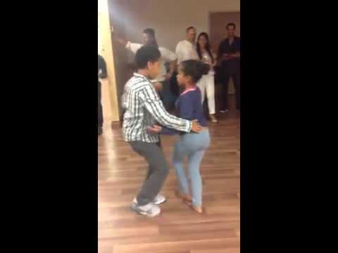 Bailando bachata dominicanas