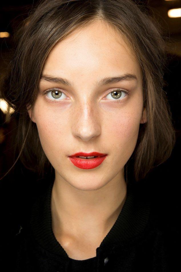 Le Fashion Blog Beauty Inspiration Fresh Face Classic Red Lip Lipstick Julia Bergshoeff Backstage Burberry SS 2015 photo Le-Fashion-Blog-Beauty-Inspiration-Fresh-Face-Classic-Red-Lip-Lipstick-Julia-Bergshoeff-Backstage-Burberry-SS-2015.jpg