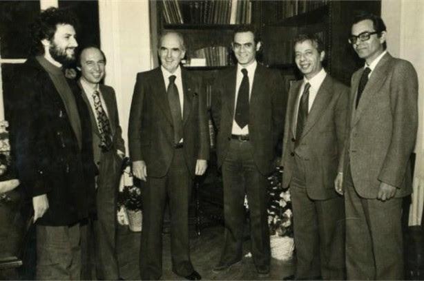 Ο Ανδρέας Παπανδρέου η οικονομική λογική, το μέγα δίλημμα και η επιλογή