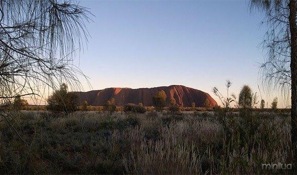 Algumas ns da NASA tomadas da Terra à noite uma vez mostrou luzes extremamente brilhantes no meio do deserto na Austrália. Acontece que uma faixa significativa do continente estava envolto em incêndios florestais que queimaram ainda mais brilhante do que as cidades costeiras