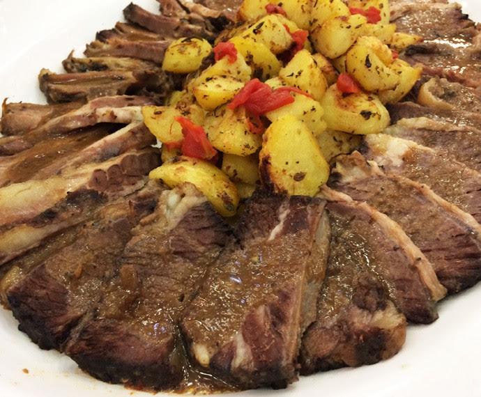 Carne da ceia econômica do chef Roberto Ravioli (Foto: Daniela Meira / TV Globo)