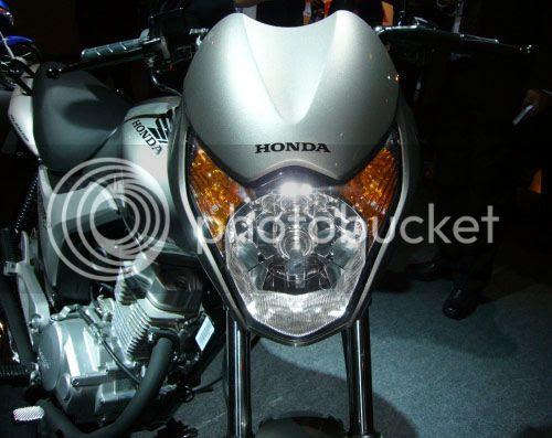 Foto do farol com piscas integrados na nova Honda Titan modelo 2009