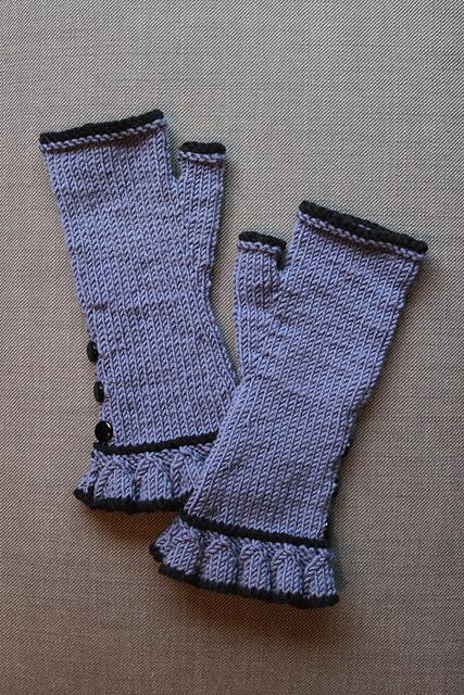 http://www.ravelry.com/projects/misshendrie/belle-ruffle-gloves