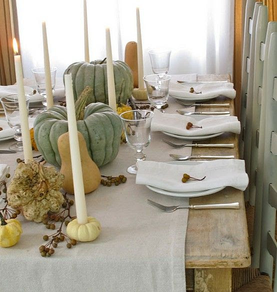 lots of Thanksgiving table setting photos