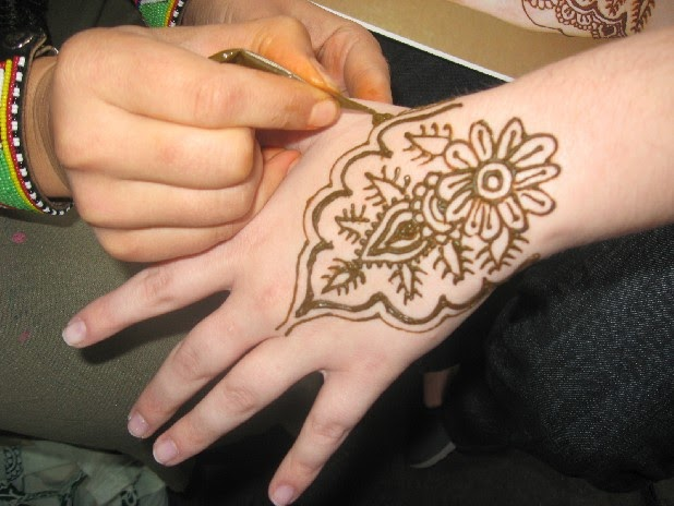 Henna designs for hand feet arabic beginners kids men for Hand and feet painting ideas