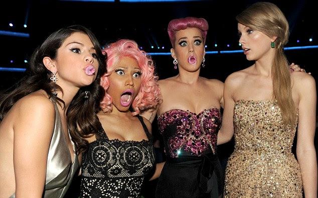 Todas as meninas: Selena Gomez, Nicki Minaj, Katy Perry e Taylor Swift ficar juntos na noite passada da AMA