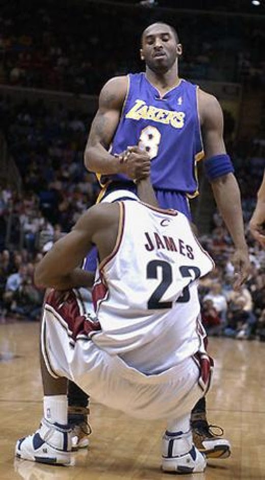 Wallpaper free kobe bryant shooting over lebron kobe stood tall over lebron in 09 but who is truly better voltagebd Choice Image