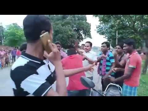EXCLUSIVE VIDEO - स्टेट हाइवे पर ग्रामीणों का लात घूंसा,किसने किसको पीटा,पुलिस ने क्या किया ..?