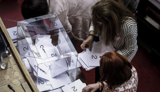 Φωτογραφία από την ψηφοφορία στην Ολομέλεια της Βουλής για την υπόθεση της Novartis