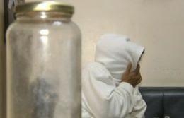 Mulher de 34 anos é presa após atear fogo no marido enquanto ele dormia