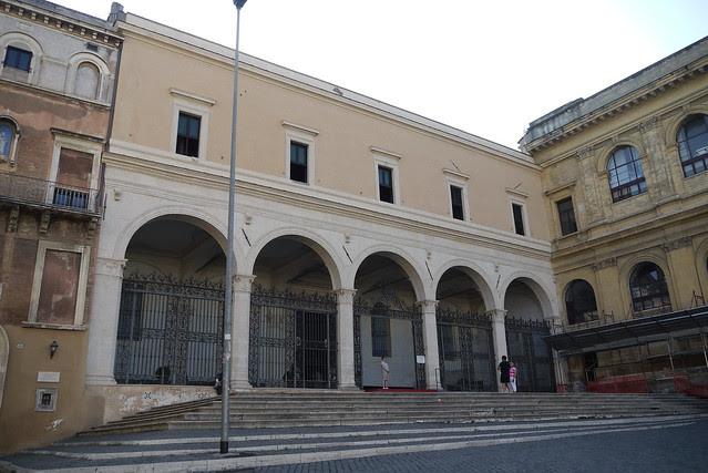 Basilica di San Pietro in Vincoli 被手鐐腳銬的聖彼得教堂