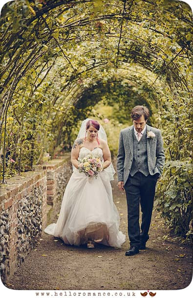 Walking Bride & Groom photo, Needham Market, Suffolk - www.helloromance.co.uk