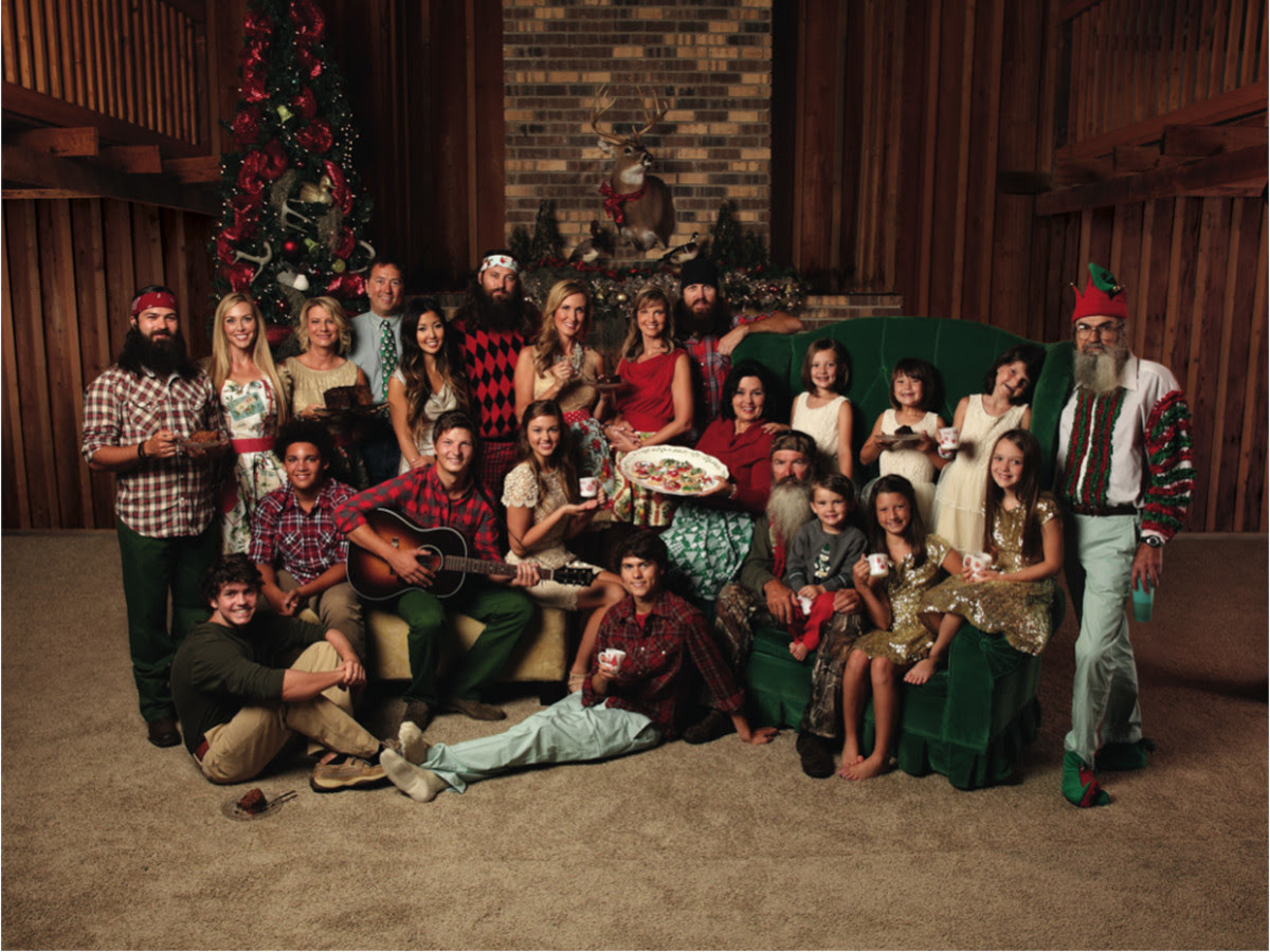 http://www.parade.com/wp-content/uploads/2013/10/duck-dynasty-family-holiday-photo.jpg