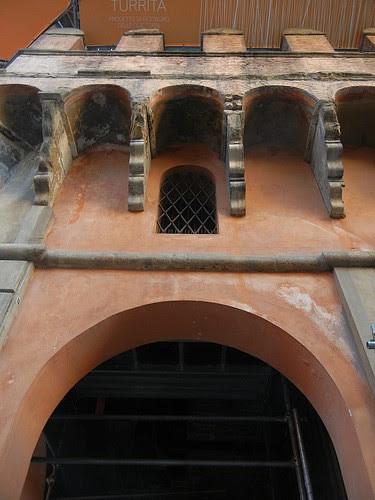 DSCN3472 _ details of Torre Asinelli, Bologna, October 2012