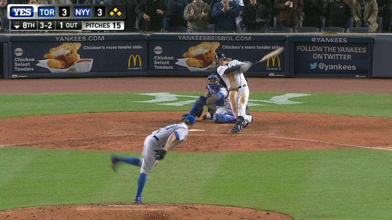 Yankees reaccionan para imponerse a Azulejos