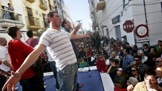 Actuación de una agrupación en la Erizada del año 2009.