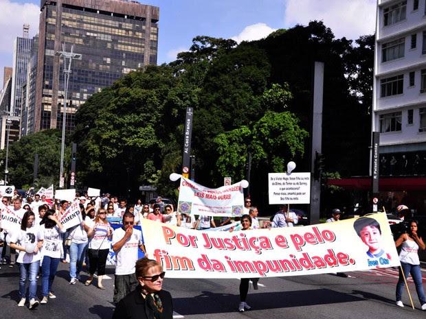Passeata bloqueou três faixas da Avenida Paulista, no sentido Consolação (Foto: Cris Faga/Fox Press Photo/Estadão Conteúdo)