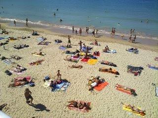 San Sebastian beach full with sunbathers and walkers