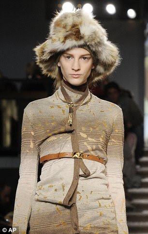 Eles não vão mantê-lo quente próximo inverno: Capelets e chapéus decorativos expostos pele nua na Missoni