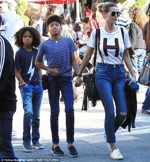 Heidi Klum braves Black Friday bustle as she takes sons shopping in LA   Daily Mail Online