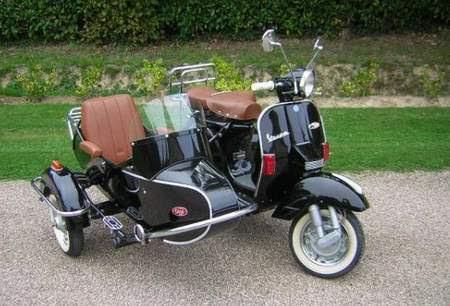 Modern Vespa Cozy Retro Sidecar