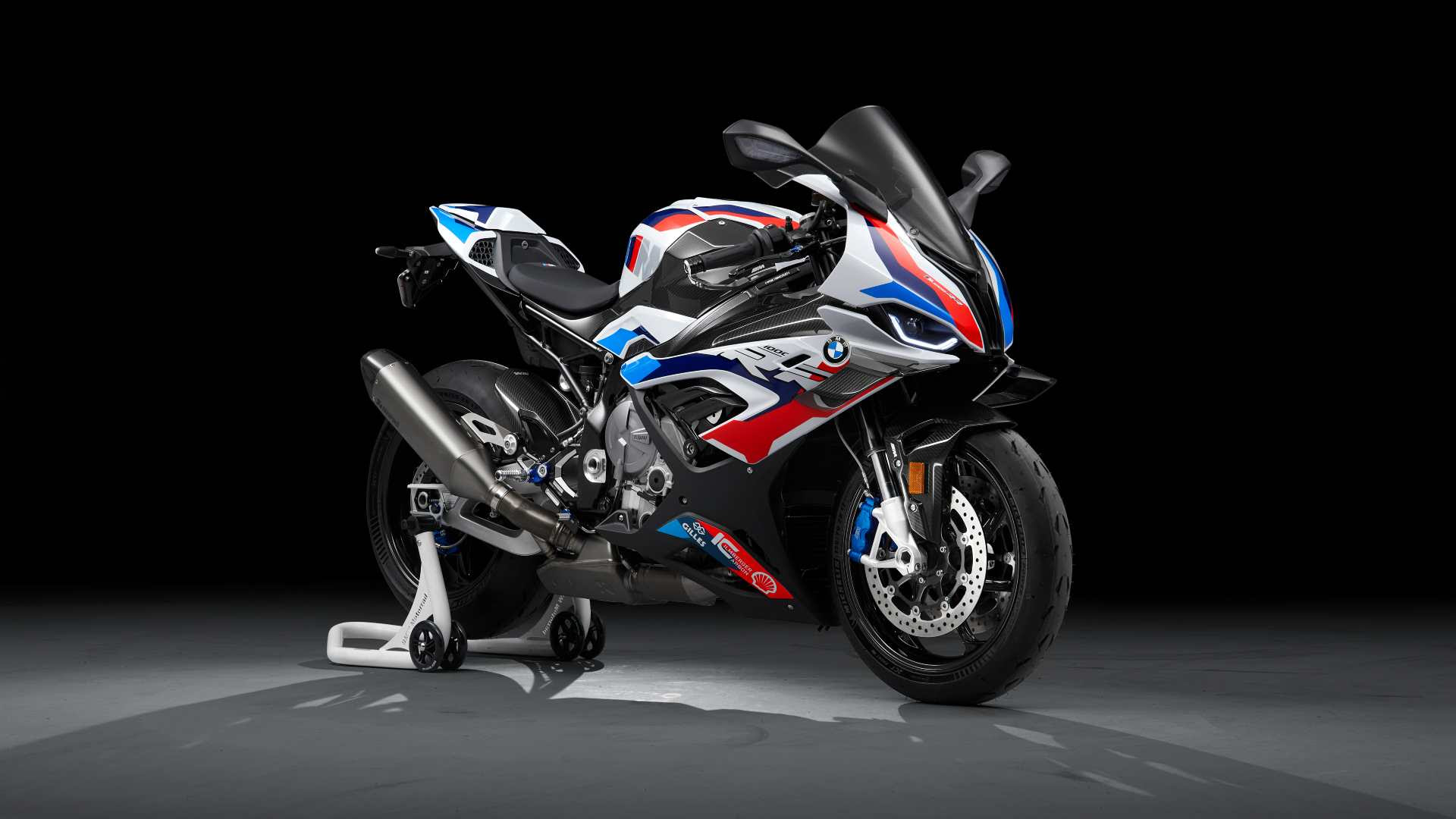 The M1000RR wears carbonfibre winglets that provide higher aerodynamic downforce (16.3 kg at 299 kph). Image: BMW Motorrad