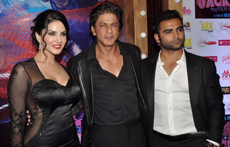 Sunny-Leone-Shah-Rukh-Khan-At-Jackpot-Movie-Premiere-Show-Image-Pictures-