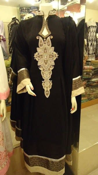 Pakistani Black And White Dress Designs For Girls 004
