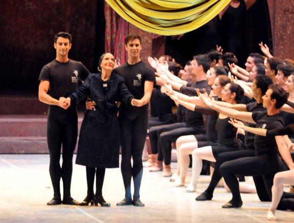 La prima ballerina assoluta cubana, Alicia Alonso, durante la inauguración del 24 Festival Internacional de Ballet de La Habana, en el teatro Karl Marx, el 28 de octubre de 2014. Foto: Marcelino Vázquez Hernández/AIN.