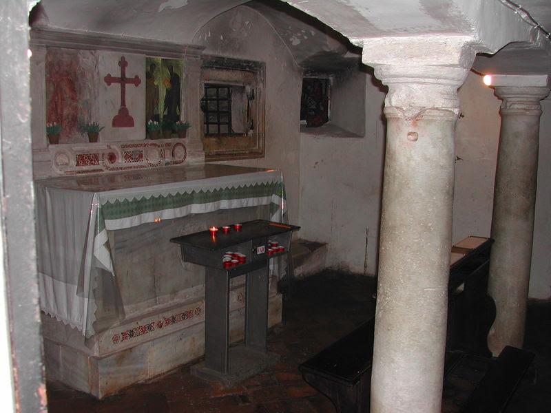File:11 s Maria scalaCoeli - la cripta.JPG
