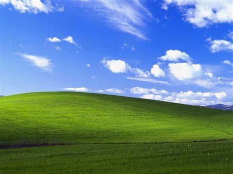 The pride of Windows desktop ? ?Bliss? Wallpaper   Techtracer