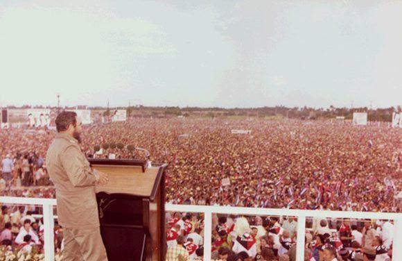 1976-fidel-en-pinar-del-rio-en-el-acto-por-el-26-de-julio-04