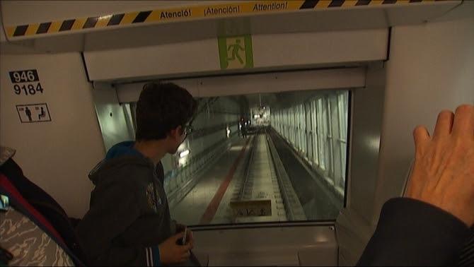 Interior del metro de l'L9, sense conductor