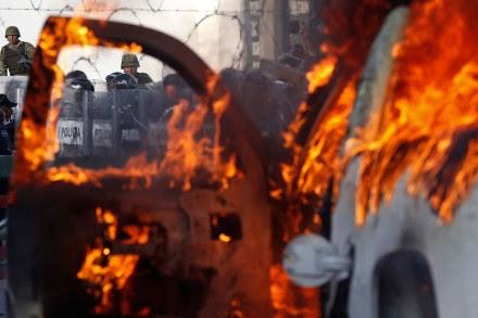 Normalistas irrumpen en zonas militares de Iguala y Chilpancingo. Foto: Germán Canseco