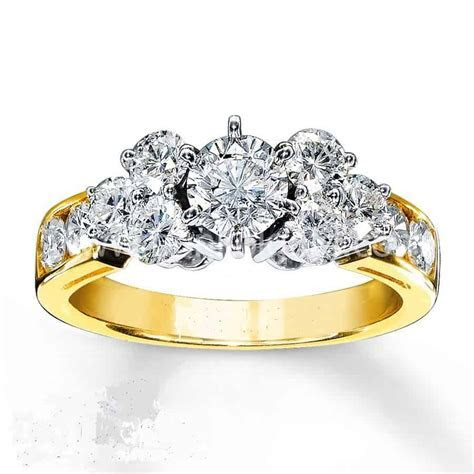 Beautiful Gold Engagement Ring For Sale in Nigeria